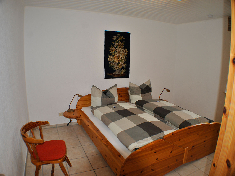 eiche schlafzimmer1 1 - günstige Ferienwohnungen 200m bis Nationalpark Kellerwald-Edersee